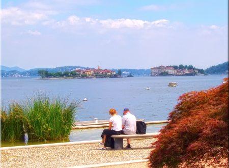 Fotografia : una panchina e il lago